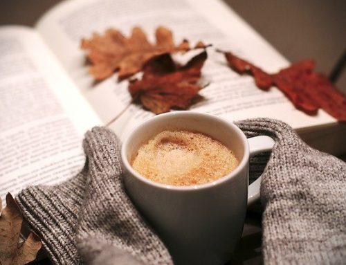 П'ятірка книжок, вартість яких не перевищує вартості горнятка вуличної кави.